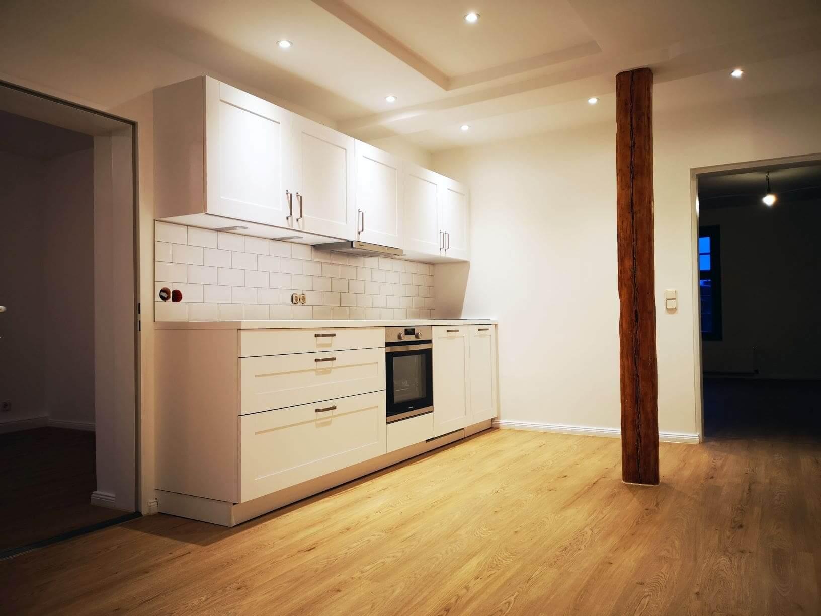 Küche Boden und Wände fertig